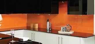 kính sơn màu nhũ úp bếp