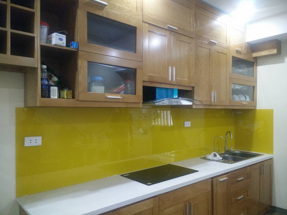 kính sơn màu vàng úp bếp