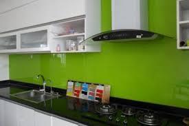 kính sơn xanh lá úp bếp